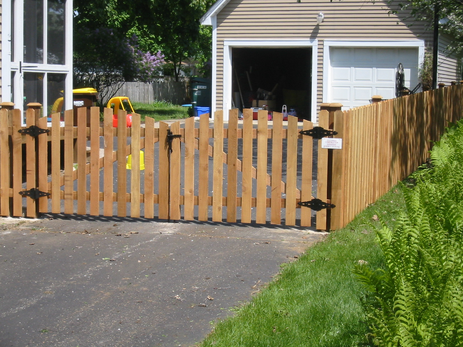 j and j construction fence services work pictures. Black Bedroom Furniture Sets. Home Design Ideas